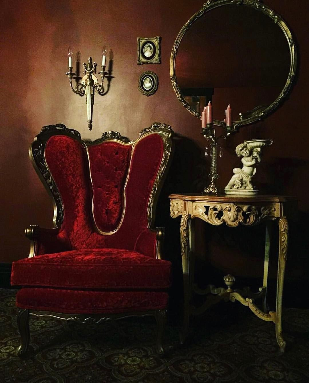 Chaise Gothique 551 Likes 3 Comments Lair Of The Vampire