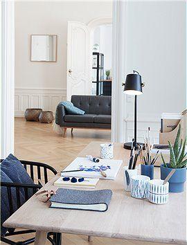 Die klassische Tischleuchte von Hübsch Interior ist ein absoluter Gewinn auf dem Schreibtisch.