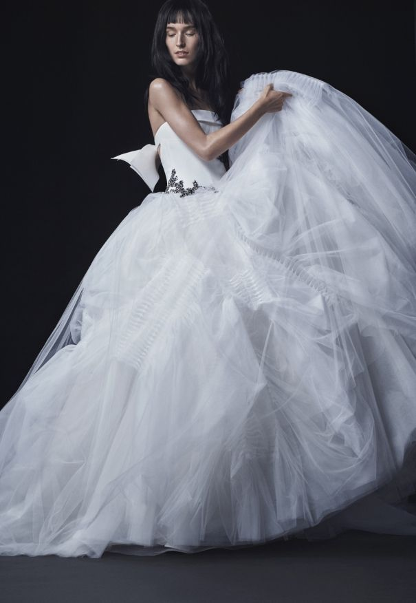 Discover Vera Wang\'s iconic wedding dresses... She has designed the ...