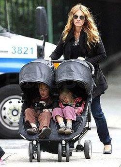 鳳凰女也是愛用者唷!! Julia Roberts with Babyjogger