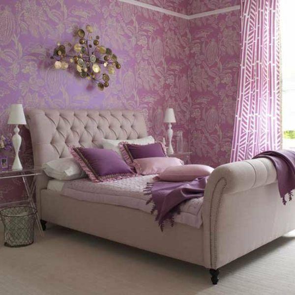 deko-element an der wand und lila gardinen und wandfarbe im, Schlafzimmer entwurf