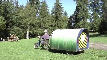 150 Dollar für Wohnraum: Er lebt in diesem Fahrradanhänger - ein Blick ins Innere macht Sie sprachlos