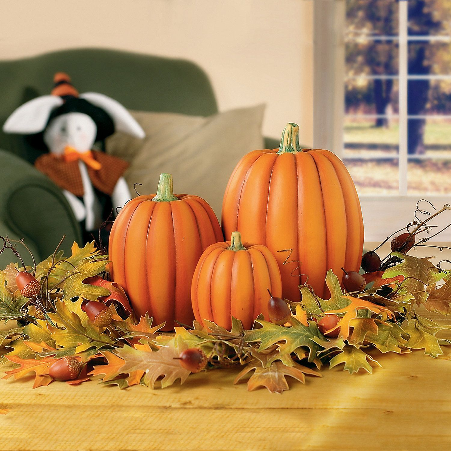 Use these natural-looking ceramic pumpkins as the decorative focal point of  any autumn display or centerpiece.