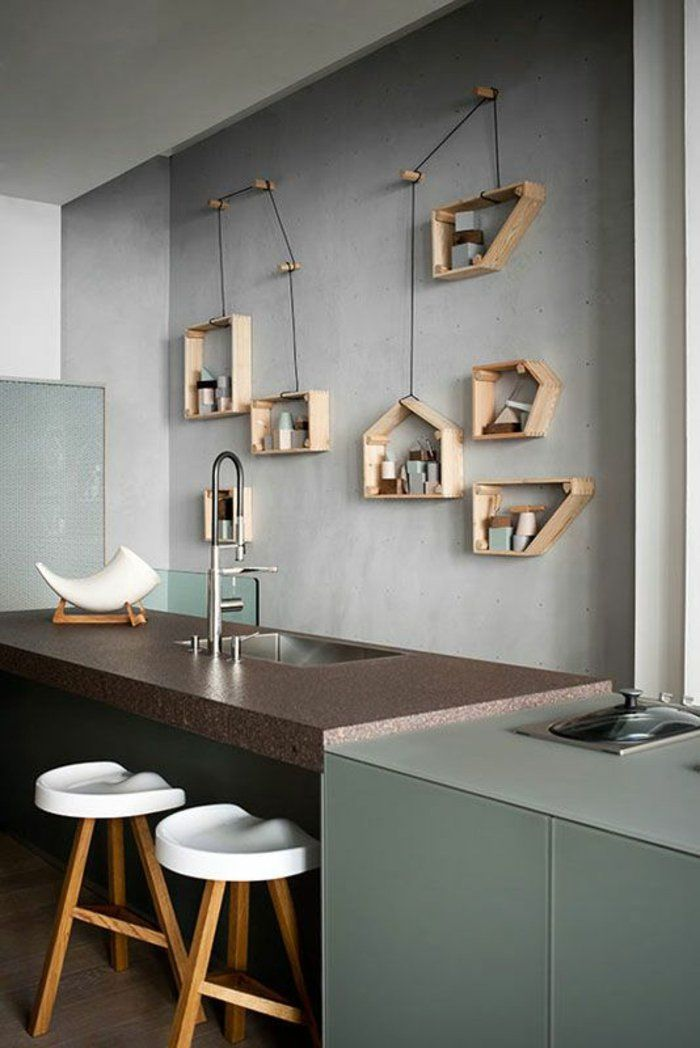 d coration murale avec une tag re insolite mur gris tag re en bois cuisine avec un bar. Black Bedroom Furniture Sets. Home Design Ideas