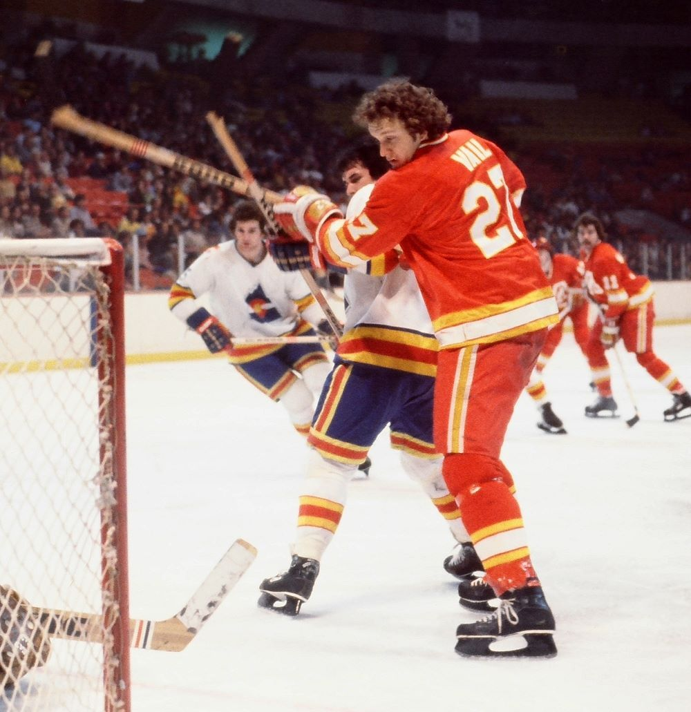 Eric Vail and the Atlanta Flames playing in Colorado against Barry Beck and the Rockies.