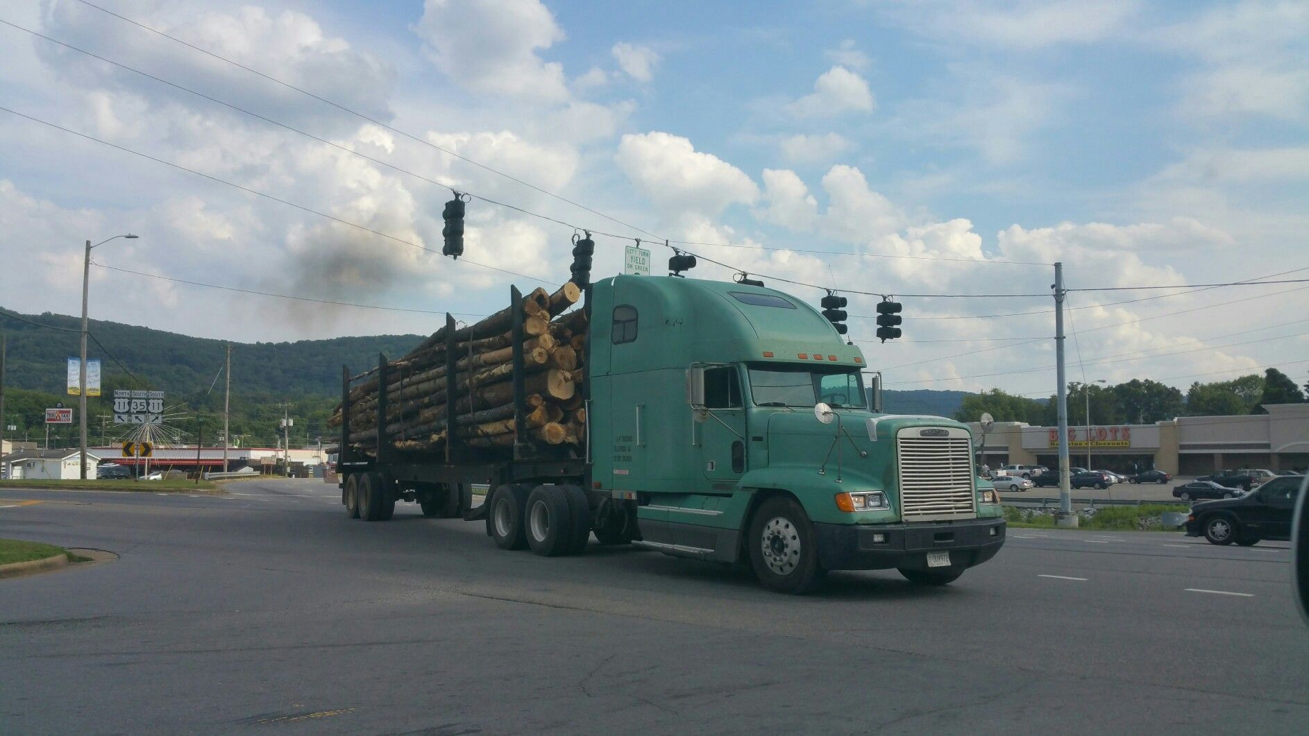 Logging Truck In Fort Payne Alabama Logger Trucker Trucking Freightliner Trucker Trucks Trucking Companies Freightliner