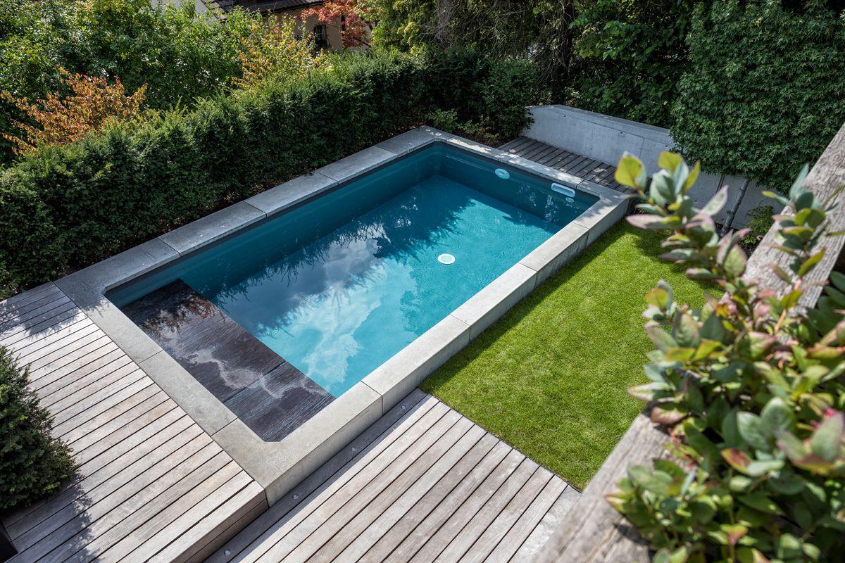 Diese Geniale Sitzecke Wurde Auf Einem Ungenutzten Garagentor Gebaut Das Holz Passt Wunderbar Zur Ha Gartengestaltung Gartenumgestaltung Inground Pool Designs