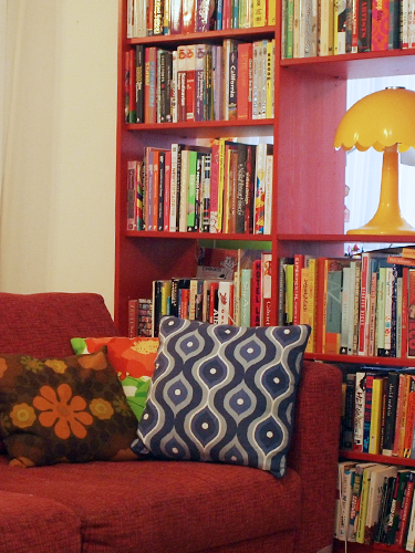 kitsch house | red-couch-bookshelves