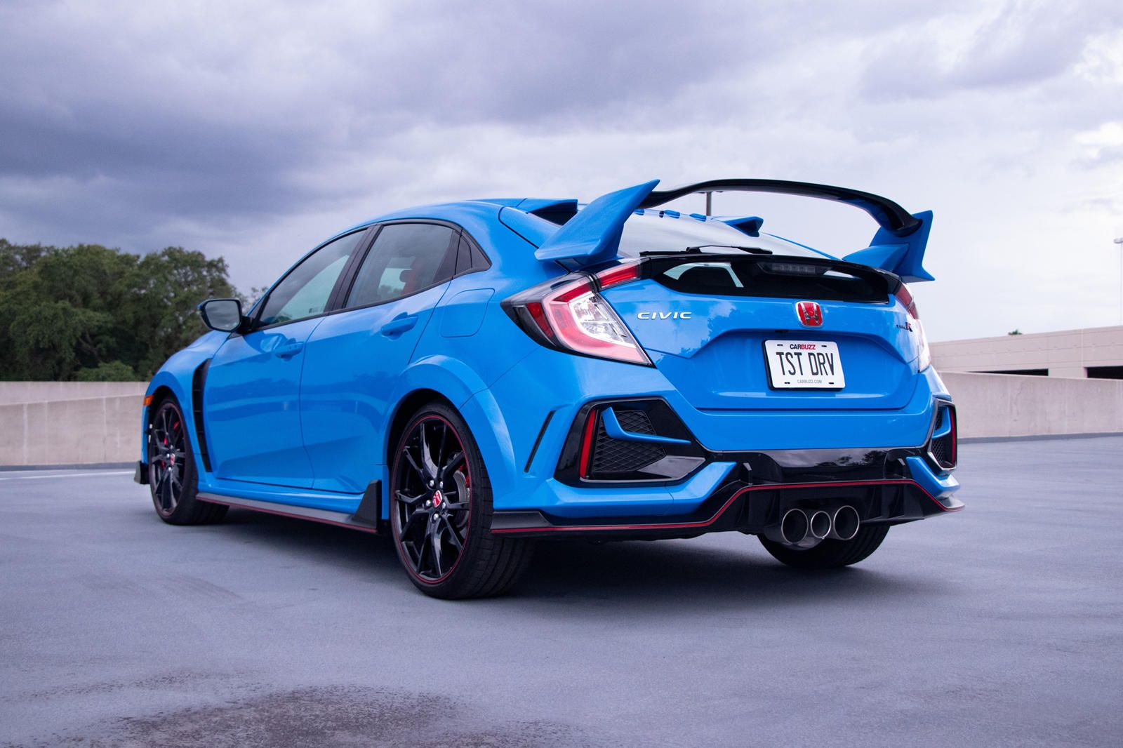 Why The 2020 Honda Civic Type R Is The Ultimate Hot Hatchback It Does Everything Well But Has One Major Flaw In 2020 Honda Civic Type R Honda Civic Hot Hatchback