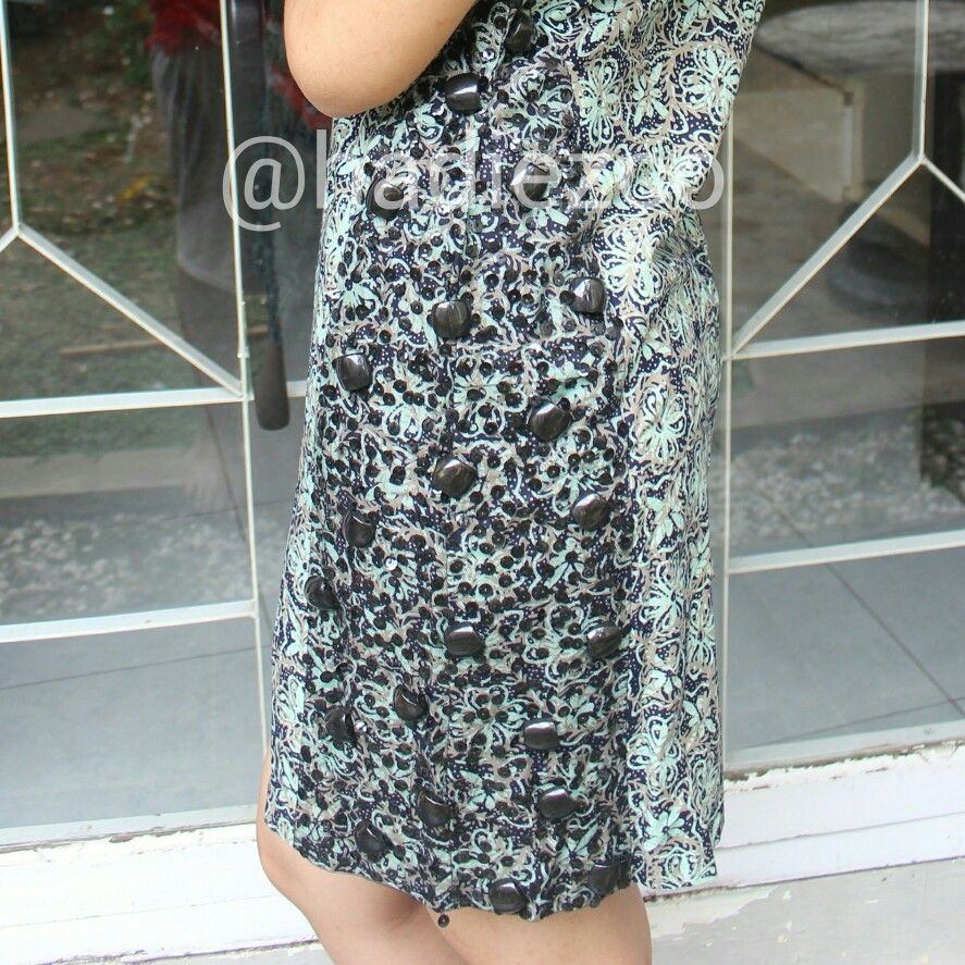For detail Greeck Batik Dress. Batik asli Pekalongan, Jawa Tengah, Indonesia. More info Line ID: nnshofiyani SMS/call : +62 856 0083 0008 E-mail: shofiyanin19@gmail.com Instagram : @hadiezco
