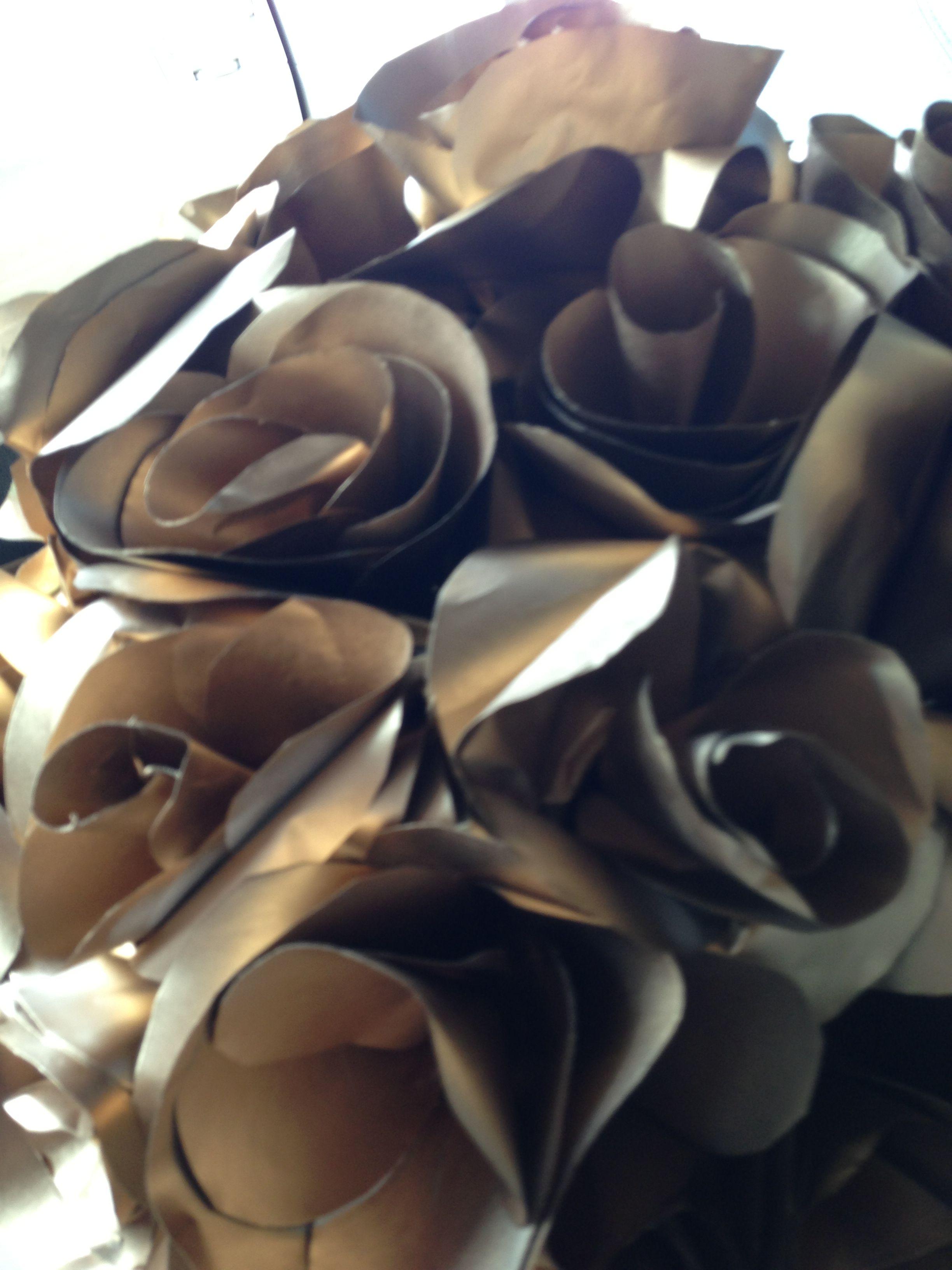 Mais flores de papel