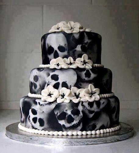 Un mariage rock accompagné par un gâteau tête de mort #b4wedding #wedding #mariage #rock #gâteau #cake