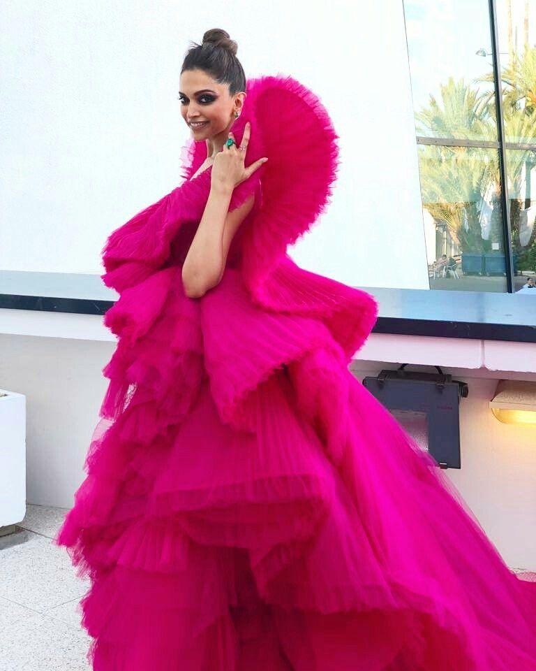 Beautiful Deepika padukone at red carpet of Cannes 2018 ...