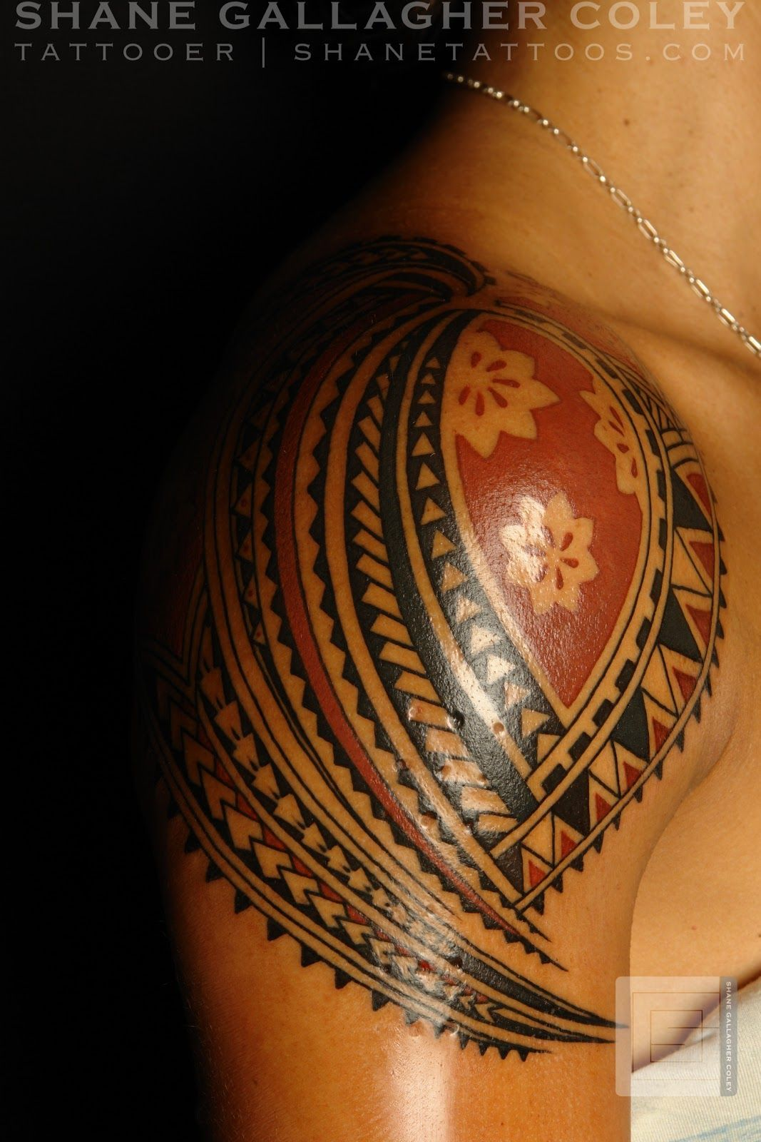Polynesian tattoos polynesian shoulder tattoo tattoo for Best polynesian tattoo artist