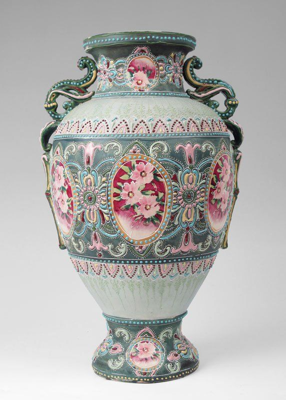 142 16 Nippon Moriage Vase On Noritake Porcelain And Earthenware