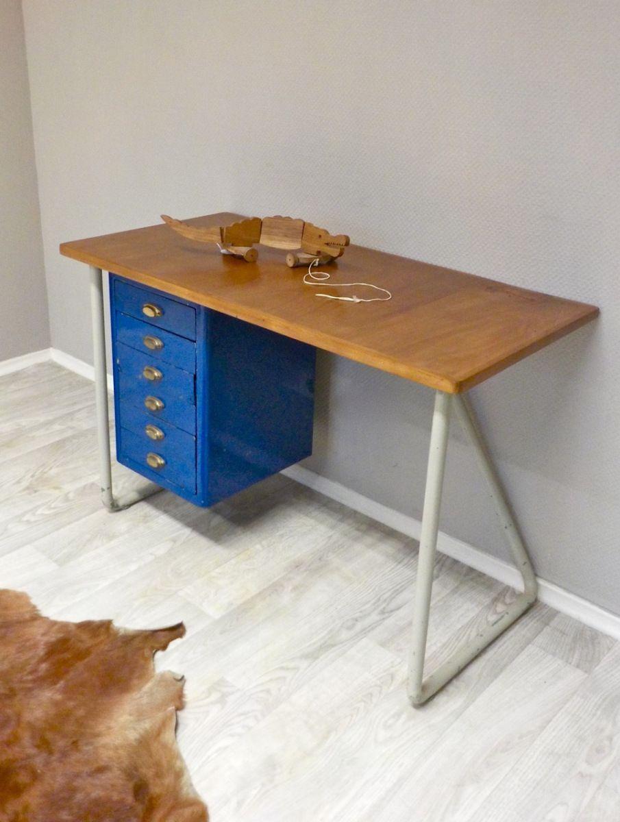Charmant Objekt: Kinder Werkbank Oder Kleiner Schreibtisch +++ Eigenschaften:  Hübsche Kleine Werkbank