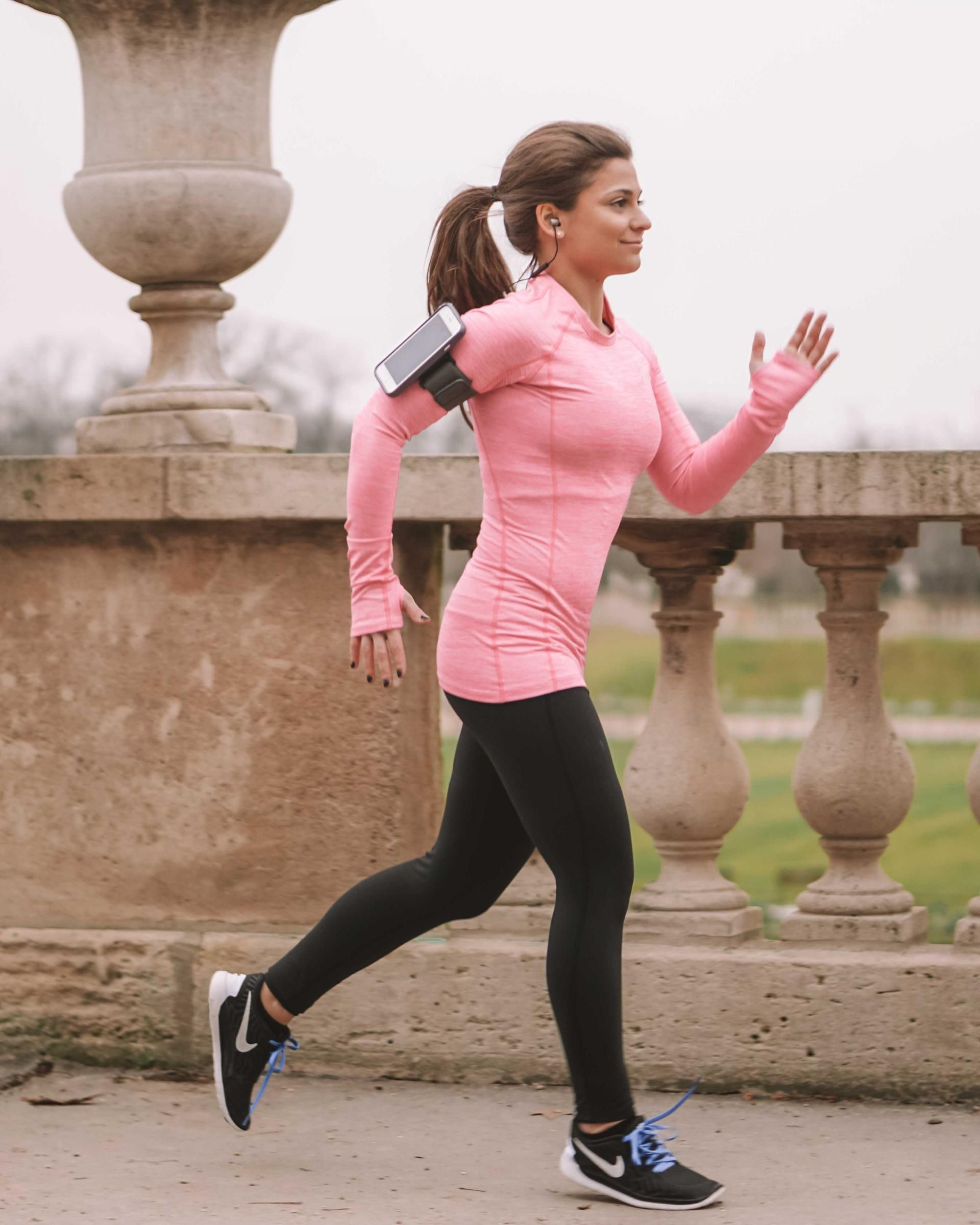 What to Wear When Running: 5 Best Running Outfits • Petite in