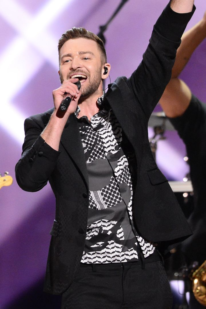 Justin Timberlake Brings His Best Moves To The Stage To Perform His New Single Justin Timberlake Justin Timberlake Jessica Biel Justin Timberlake Performance