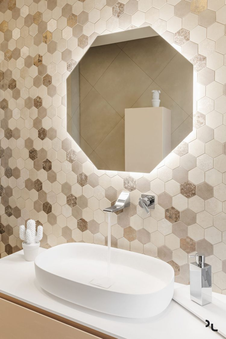 Holz Modern Badezimmer Spiegel Beige Fliesen Sechseckig Bodenbelage