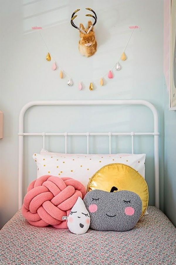 mädchenzimmer deko ideen dekokissen wanddeko Kinderzimmer Pinterest