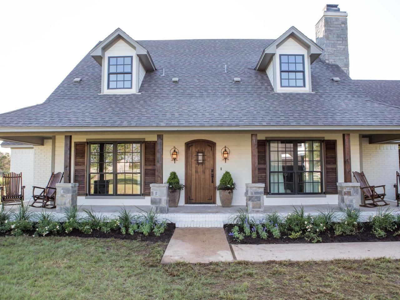 Fixer upper fan farmhouse obsessed read these 10 tips on for What happens to the houses on fixer upper