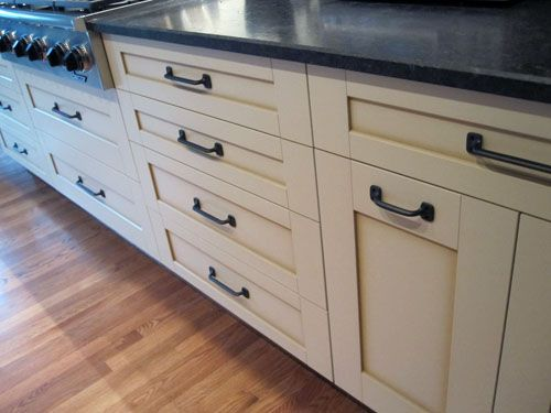 White kitchen cabinets with oil rubbed bronze hardware for White bathroom cabinets with bronze hardware