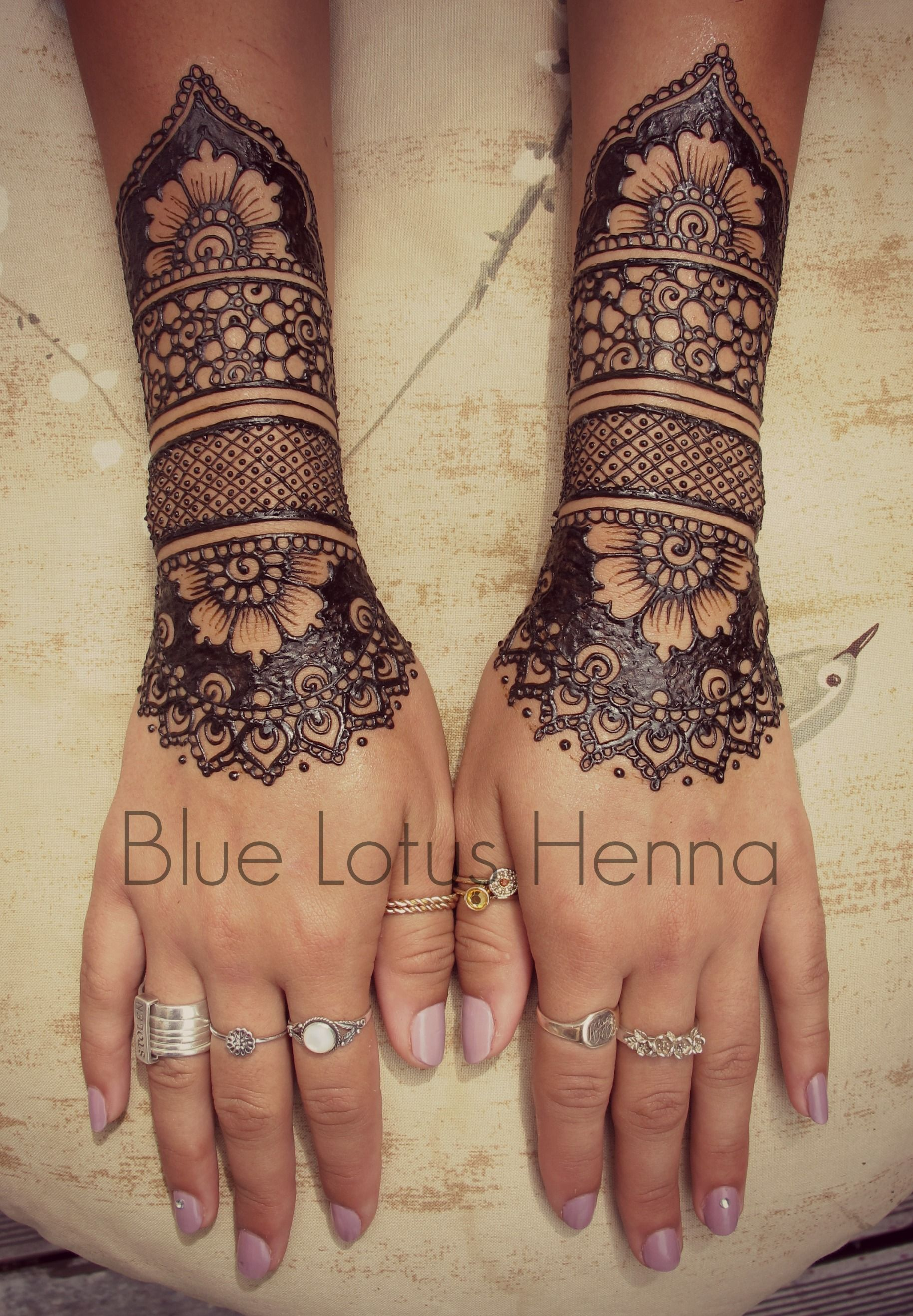 Top 10 Henna Wrist Cuff Designs To Try: 20 Beautful Henna Designs For Nikah