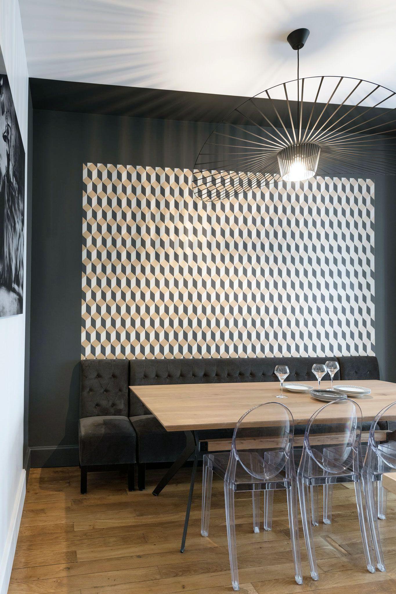 Idee Tapisserie Salle A Manger papier peint à cubes jaunes, noirs, blancs - delano en 2020