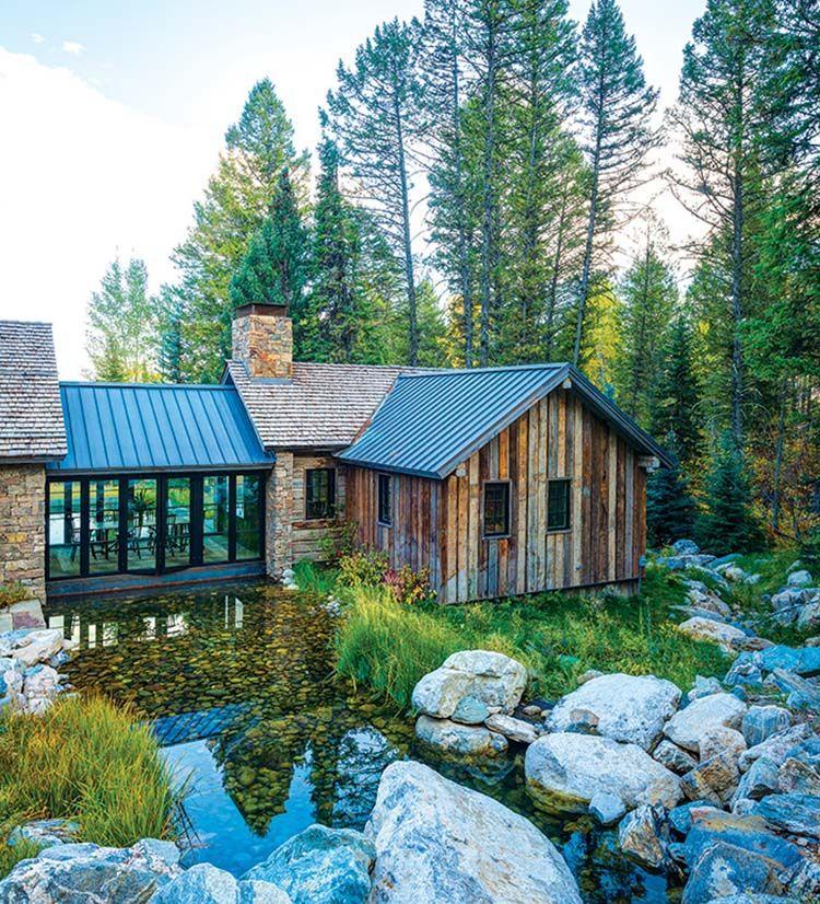 Ein Wyoming Mountain Refugium verbindet modernes Wohnen mit rustikalem Stil #rusticporchideas
