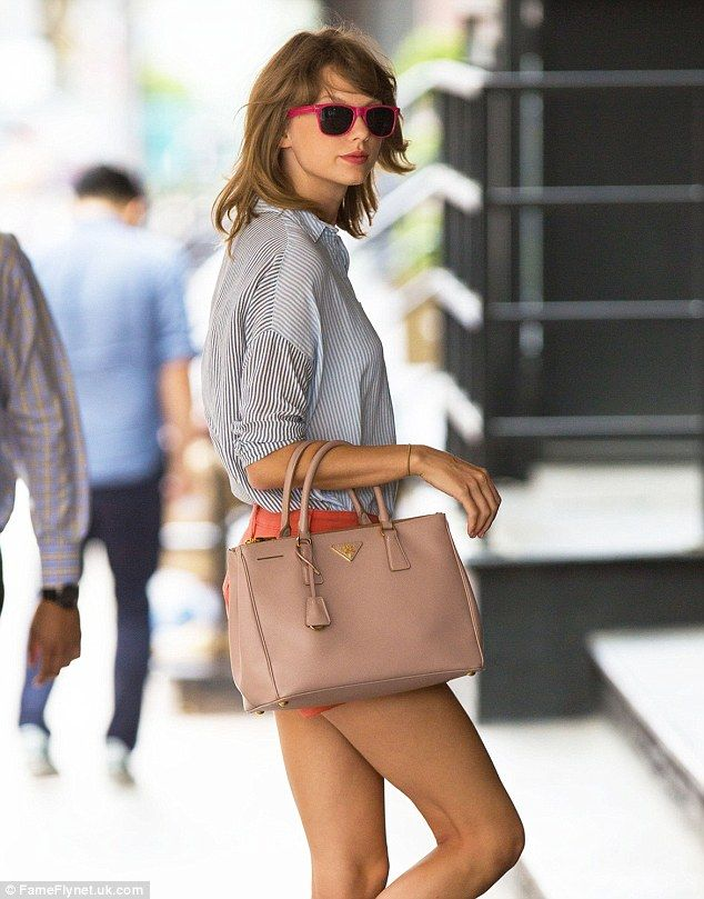 Taylor Swift recently picked up a new nude bag, Prada s Saffiano Lux Tote,   2240 78cff7b214