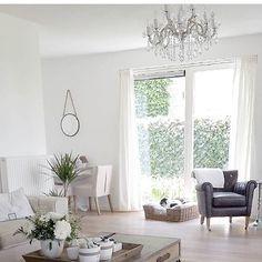 Så vakkert hos flinke @miralda_sharp_   #instagood #interior123 #interior4all #interiordesign #interiordesign #instahome #interior #vakrehjem #tipstilhjemmet #herregard_design #nordiskehjem #finahem #elegant #jline #home #homedecor #homesweethome #inspire_me_home_decor  via ✨ @padview ✨(http://dl.padgram.com)