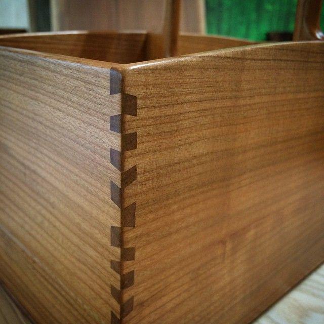 小箱を水組みでやってみた。 板の厚みは5㎜。 #水組み #伝統 #技能 #創作家具 #オーダーメイド #interior #一生モノ #オーガニック #ブラックチェリー #桜#woodwork#woodworking#icu_japan#furniture#japanesestories