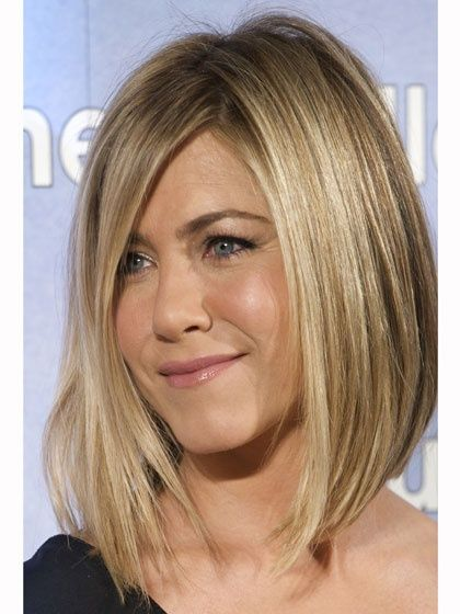 The Lob ( long bob!) its chic and superflattering thanks to all the length in the front, and it can soften a strong jaw or thin out a round face. LOVE IT!!!!