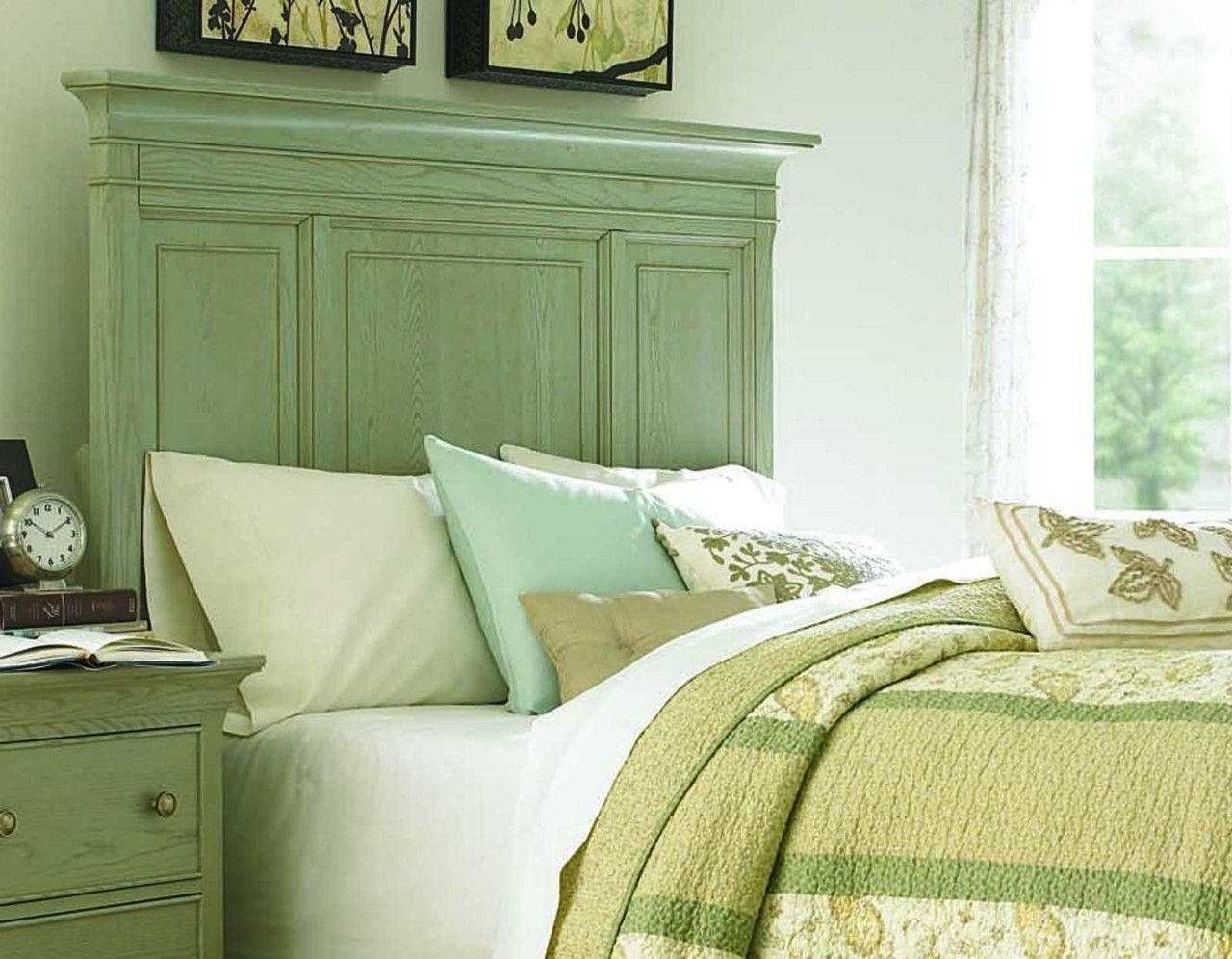 Modern Green Accented White Bedroom Decorating Ideas - Home Decorating Ideas At Amurhotel.com | Sage Green Bedroom, Green Room Colors, Blue Green Bedrooms