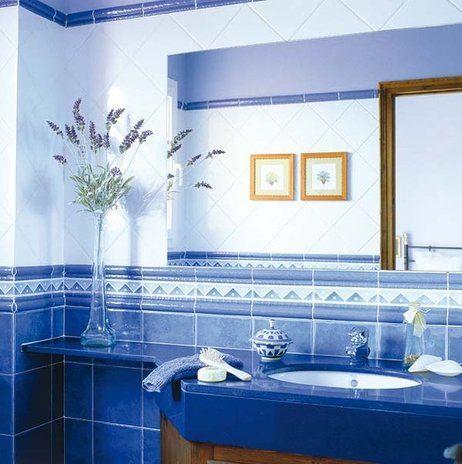 Pin by studio de color on azul pinterest searching - Banos con azulejos azules ...