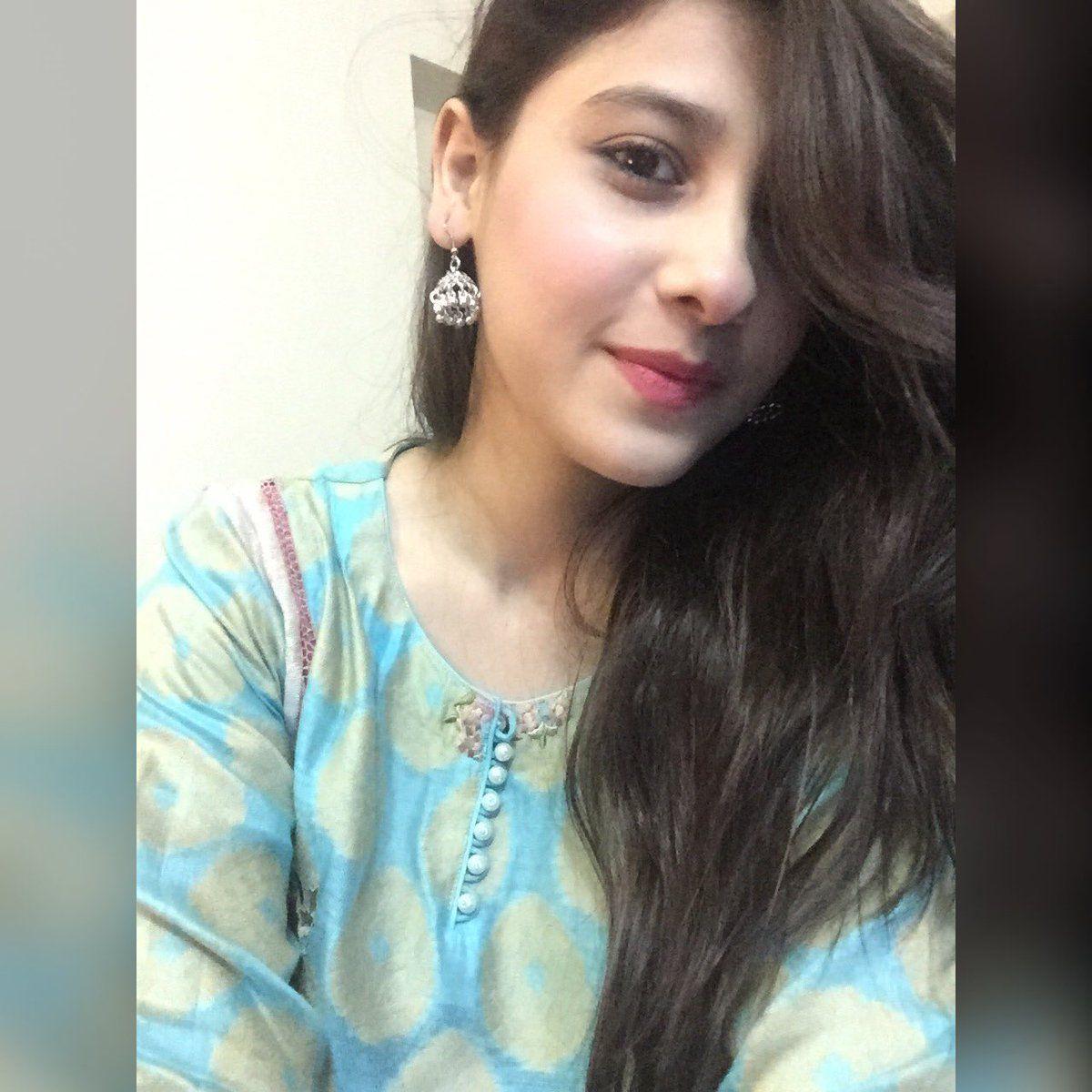 Looks - Girls karachi stylish pics video