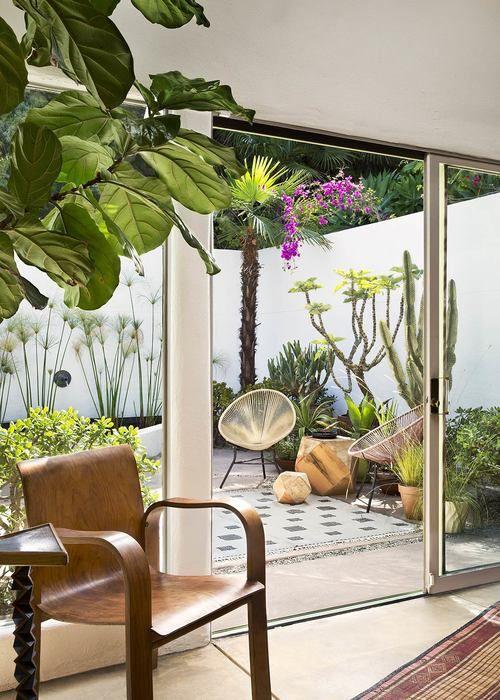 Interior designer chad mcphail has lovingly brought this 1930s art deco streamline moderne