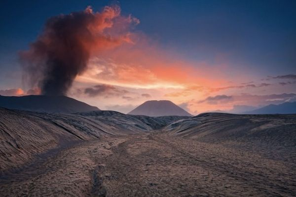 Spectacular Images Of Beautiful Smoke Formations From An Active Volcano - DesignTAXI.com - Reminds me of Prometheus.