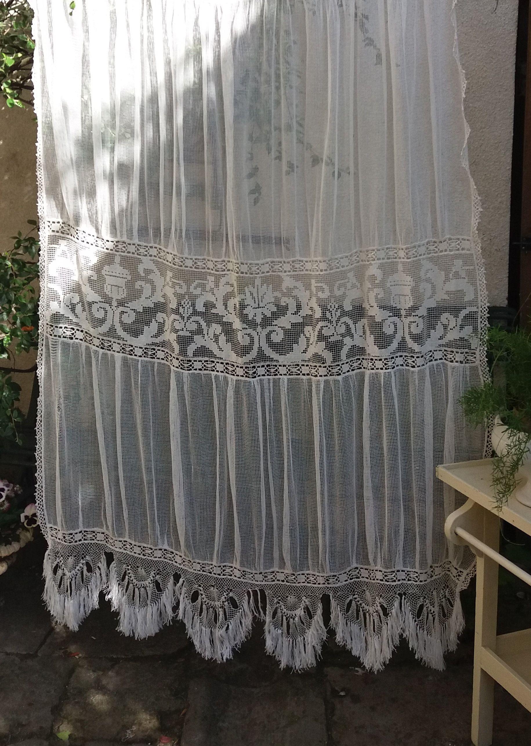 joli rideau ancien en filet et dentelle