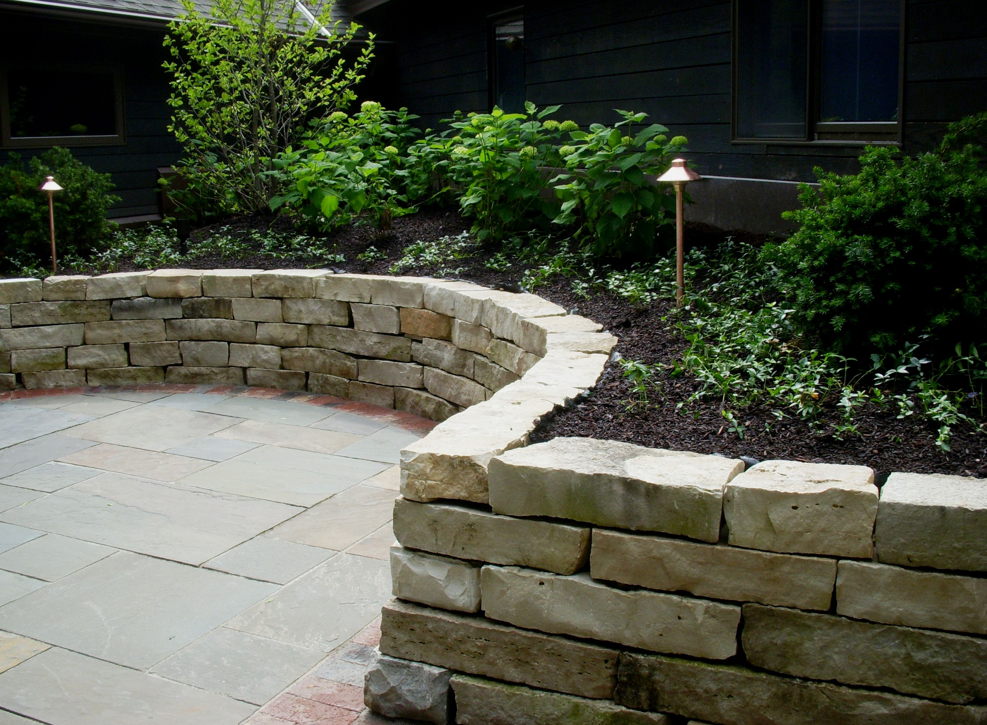 Lannon stone retaining wall dry laid landscape walls for Landscape retaining wall design