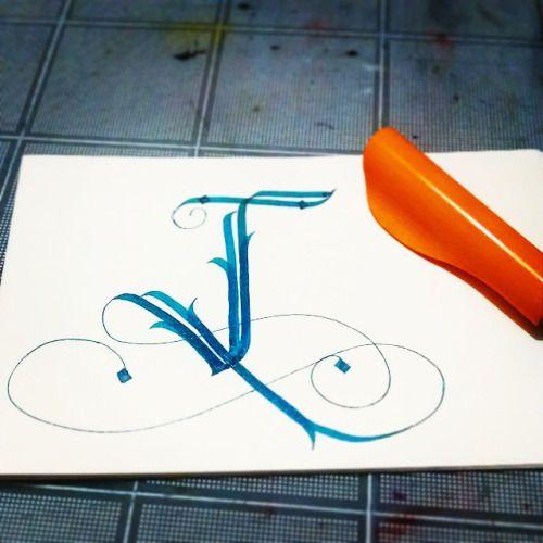 """diospato:  Pero la """"J"""" tiene un no se que que que se yo. #caligrafía #caligraphy #lettering #J"""