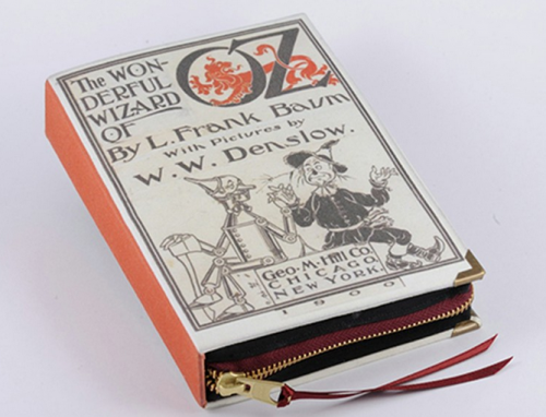 """Bolso de fiesta con forma del libro """"El mago de Oz"""" - Foto PS Besitos"""