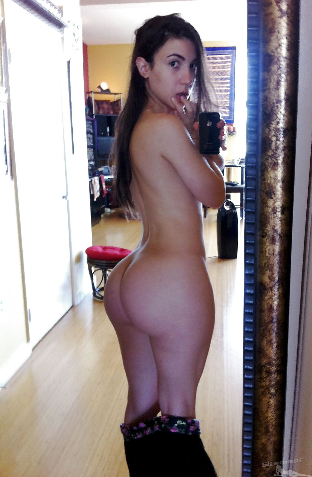 naked booty pics in the mirror