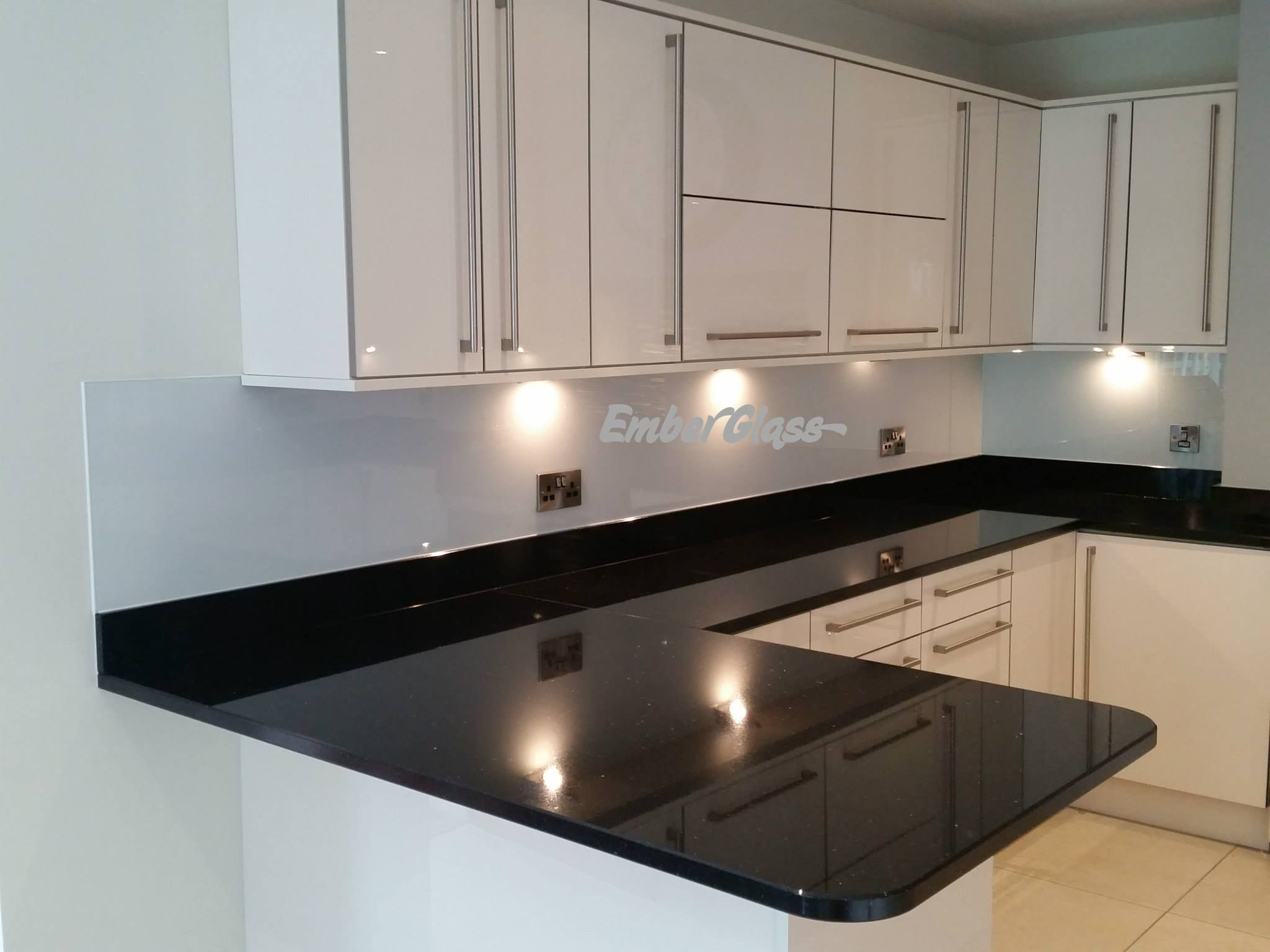 White Glass Splashback In Stunning Modernist Kitchen. Ember Glass Create  Bespoke Glass Products In Any Colour, Pattern Or Image. Whether Itu0027s A  Splash Back, ...