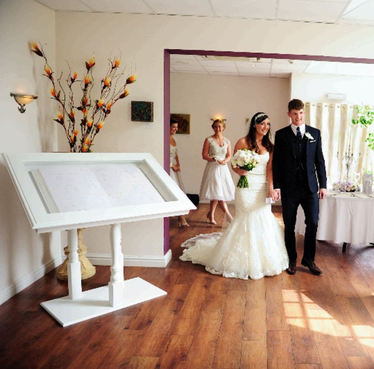 View Preloved Wedding Items For And Hire
