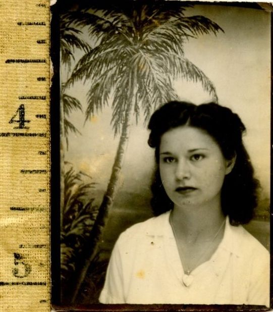 Vintage pretty woman photobooth 1940's small hawaii palm tree photo HI