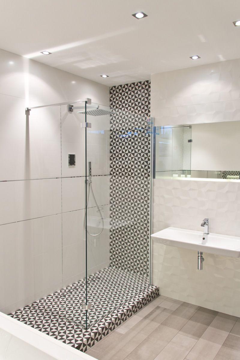 Saloni Vantage To Polaczenie Swiata Czerni Ze Swiatem Bieli Dualistyczny Klimat Dopelnia Dekor 3d Przypo Bathroom Makeover Narrow Bathroom Laundry In Bathroom