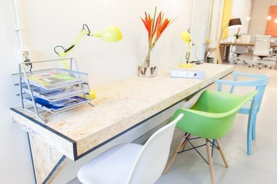 Werkplek Keuken Inrichten : Ruw realiseerde hier een kantoor inrichting met diverse werkplekken