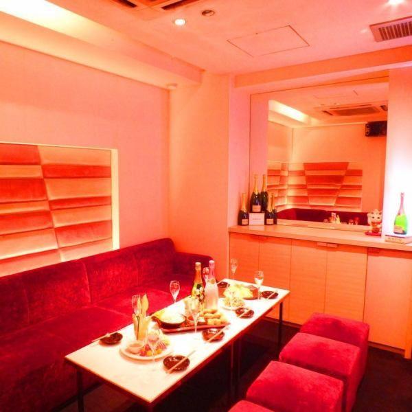 【個室小】ソファー完全個室完備!4~10名様まで利用可能です。女子会やコンパ・誕生日・記念日に☆最新カラオケ機種も完備♪