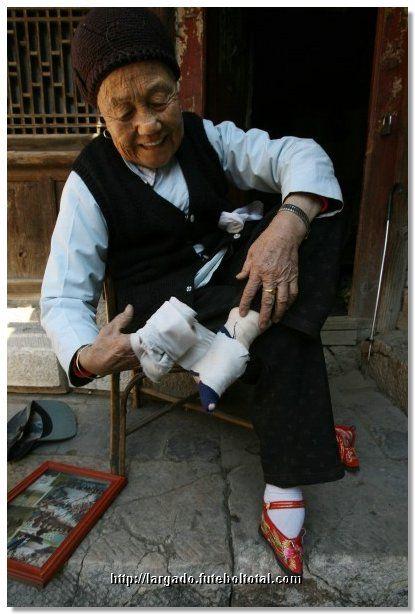 Moda China: Achicarse los pies - Taringa! www.taringa.net415 × 614Buscar por imagen Por qué queremos a los perros y nos comemos a los cerdos  China, la moda antigua, - Buscar con Google
